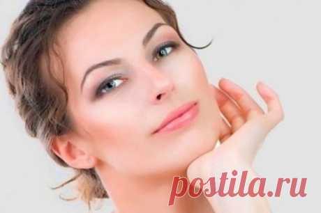 7 масок для подтяжки лица? Номер 1 яично - белковая. Яичные белки уже давно применяются в домашних масках для подтяжки лица. Они повышают упругость кожного покрова и способствуют практически мгновенному лифтингу. Смешайте следу...