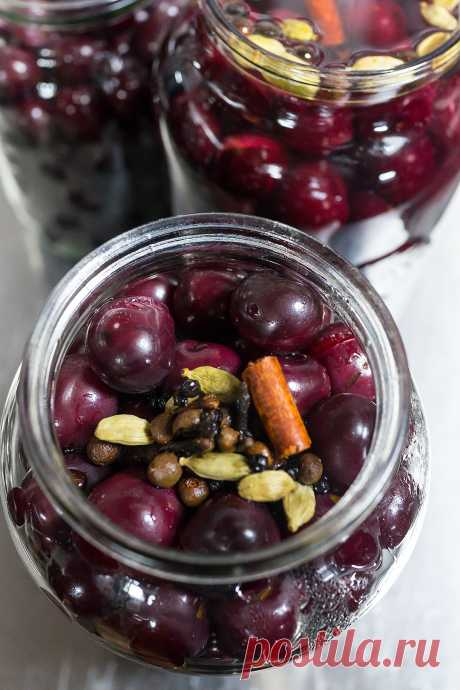 Tinned cherry - accompaniment to meat: stalic