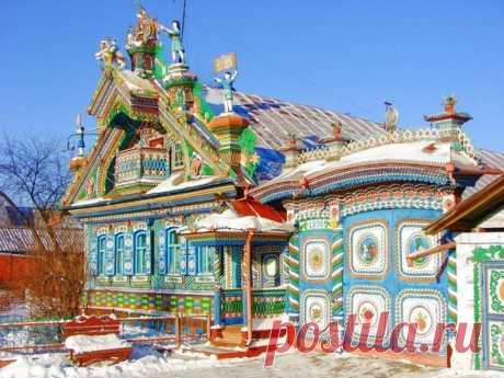 Сказочный дом кузнеца Сергея Кириллова в поселке Кунара, Свердловской области. Более 50 лет мастер-самоучка создавал свое творение 😃