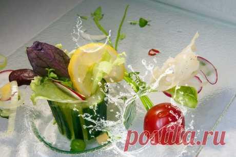 Необычные салаты собычными огурцами: пикантный, сбелым соусом ис ананасом