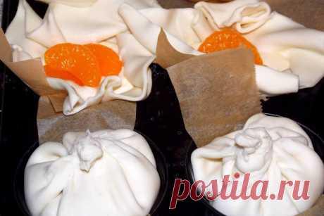 Gardūs sluoksniuotos tešlos pyragėliai su maskarpone ir mandarinais | lrytas.lt
