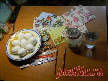 Декупаж пасхальных яиц (Быстрый МК)  Времени на работу понадобится минимум. Заготавливаем салфетки, 2 кисточки Одну очень тонкую (0) и любую мягкую беличью. Простую воду, Латексное молоко(разведенный ПВА), кто боиться использовать ПВА м…