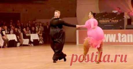Шуточный танец «толстяков»