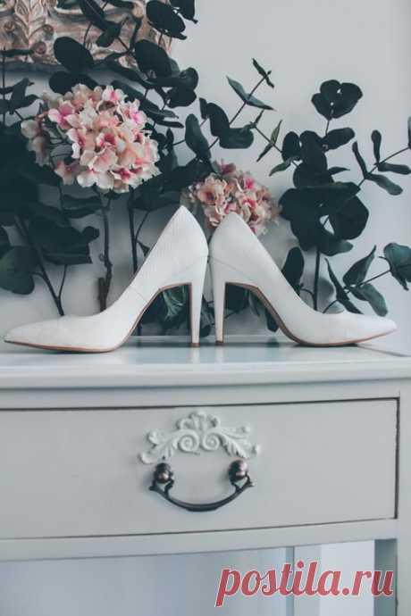 С чем носить белые туфли?