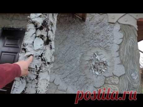 оформление входа в дом, декоративная штукатурка  бревно, дерево  старое из цемента,ложки  на  стене.