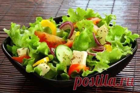 20 дешевых и простых салатов на скорую руку Мы собрали 20 дешевых и простых салатов на скорую руку - из свеклы и картофеля, с яйцами, горошком и сыром, курицей, грибами и колбасой. Выбирай любой рецепт на свой вкус!