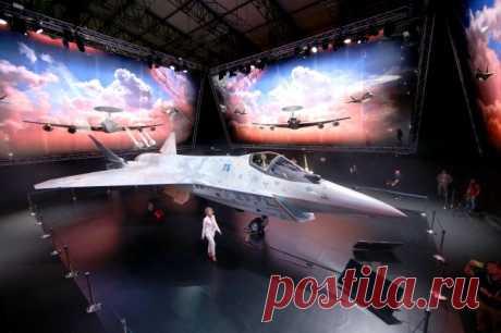 Полет модели Су-75 показали на видео Через месяц после премьеры легкого истребителя Су-75 Checkmate построена его радиоуправляемая копия в уменьшенном масштабе. Видео первого полета модели появилось в сети