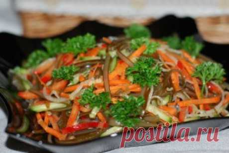 Салат с морской капустой вегетарианский. Морская капуста полезнейший и даров морей и пренебрегать этим не стоит, салаты с морской капусты это настоящий кладезь витаминов.