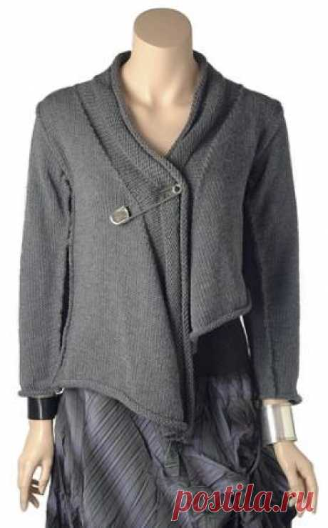 The cardigan a cape spokes with seams is available the Stylish cardigan spokes for women executed from quite thick wool yarn. Knitting of a cardigan is carried out by a front smooth surface, at the same time...
