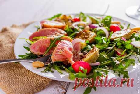 Салат с тунцом на гриле