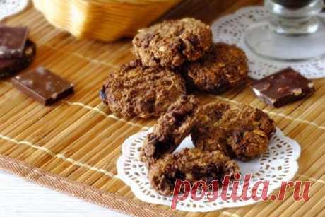 Шоколадное печенье без сахара Шоколадное печенье без сахара, но с черным шоколадом, имеет приятный вкус. Оно вкусное и полезное