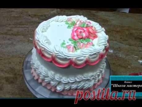 Como adornar rápidamente la torta. La formalización de las tortas por la crema. Adornamiento de las tortas por las manos