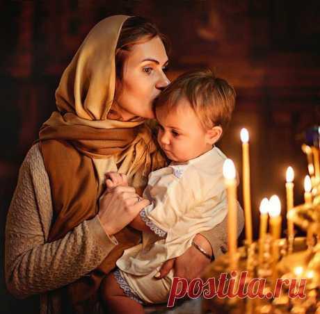 """Ах, если бы все матери молились И за своих детей и за чужих, То сколько б судеб детских не разбились, И меньше было б трудностей у них!?  Ах, если бы все матери молились, То сколько горя можно избежать? Потоки благодати бы пролились, И не пришлось бы многим так страдать.  Молитва матери, имеет власть и силу, Она колеблет твердь самих Небес: Когда вопит мать: """"Господи, помилуй!"""" Бог посылает множество чудес.  Я видела, как дети расцветают, Как Бог здоровье полной мерой льёт..."""