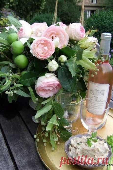 Все мы мечтаем о каком-то волшебном саде роз, который находится за горизонтом, вместо того, чтобы наслаждаться розами, которые цветут прямо за нашим окном.  Дейл Карнеги