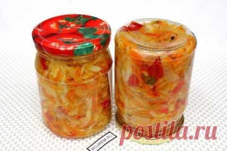 Щи на зиму   Готовить щи с такими заготовками очень легко и быстро. Потребуется только сварить бульон и картофель. В конце варки добавить содержимое баночки, и вкусный суп готов.  Для приготовления понадобится:  • Капуста – 1 кг.; • Лук – 300 г.; • Морковь – 300 г.; • Помидоры – 300 г.; • Перец – 300 г.; • Соль – 2 ст.л.; • Сахар – 1 ст.л.; • Растительное масло – 50 мл.; • Вода – 100 мл.; • Уксус – 50 мл.; • Зелень – 1 пучок.  По данному рецепту получится 2,5...