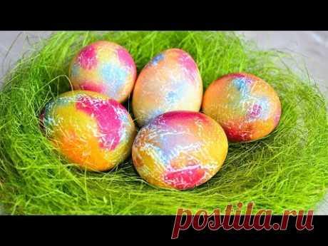 Как красиво, а главное очень быстро покрасить яйца на пасху с помощью салфеток - YouLoveIt.ru