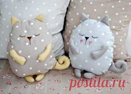 Подушки-сплюшки в форме котов (мастер-класс + выкройки) | Рукоделие