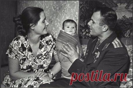 Ю.Гагарин с женой и дочкой  |  И. Сонина - Редкий кадр | OK.RU