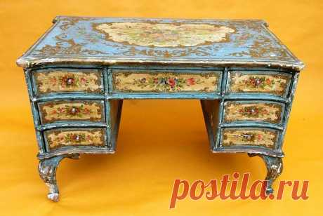 Декупаж мебели своими руками - мастер-классы и идеи +50 фото Декупаж мебели позволяет создать художественный образ своими руками. Обновляем старые предметы убранства с помощью популярной техники.
