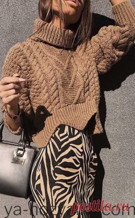 Женский укороченный свитер Женский укороченный свитер объемной вязки под горло. Свитер с неровным краем спицами