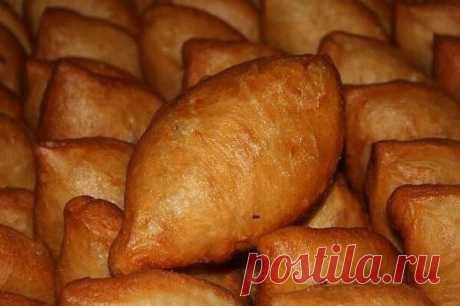 У нас дома, такие пирожки не успевают остыть — их сметают с тарелки! Девочки, отдаю рецепт пирожков.  Тесто просто божественное!  Вся семья в восторге от этих пирожков!!!  Тесто нежное, тающее во рту!!! Ингредиенты и способ приготовления смотрите на нашем сайте https://quharik.ru/recipes/100413/pirozhki-kotorye-smetayut-s-tarelki.html?t=1900