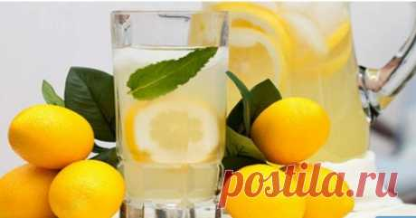 Пейте лимонную воду вместо таблеток, если у вас есть одна из этих 15 проблем! - Советы и Рецепты Лимон содержит 64% ежедневного рекомендуемого потребления витамина С, а также содержит фитохимические вещества, такие как полифенолы и терпены. Многие эксперты советуют начинать день с бокала теплой лимонной воды. Чтобы приготовить это, закипятите немного воды, оставьте ee для охлаждения и добавьте немного свежевыжатого лимонного сока. Стакан теплой лимонной воды утром может об...