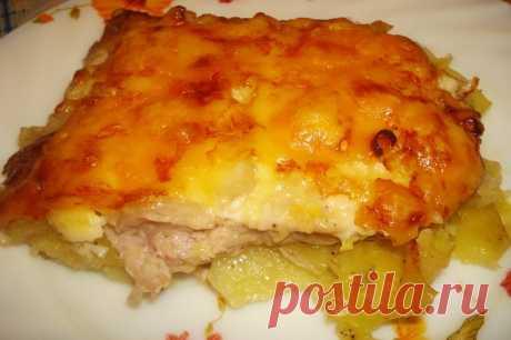 Картошка по-французски с курицей в духовке рецепт с фото пошагово В нашем меню - запечённая картошка по-французски с курицей в духовке. Ароматная картошечка на французский манер давно полюбилась многим хозяйкам. Это блюдо обычно готовят на праздничный стол, но если вы хотите побаловать близких, то приготовьте картошку по-французски на ужин. Это просто и очень вкусно. Смотрим, как приготовить картошку по-французски с курицей в духовке...