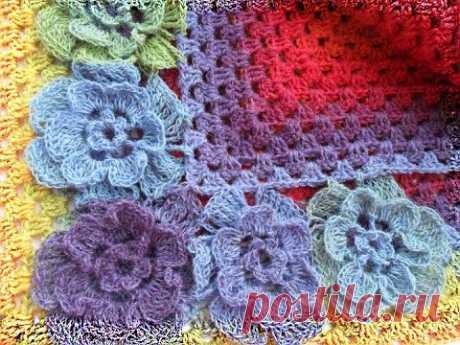 Трех-ярусный цветок из кауни для шали