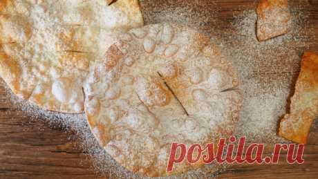 """Хворост Солнце""""по старинному рецепту прабабушки - наш забайкальский семейный рецепт.  Она готовила его на праздники - Рождество, Масленица. Очень простой в приготовлении хворост. Это вкус нашего детства и детства наших родителей.   Тесто для хвороста: 2 яйца 2/3 ч.л. соли 2,5 ст.л. водки 1,5 стак. муки  Рецепт хвороста:  Тесто замесить круто, раскатать тонко, жарить в раскаленном растительном масле."""