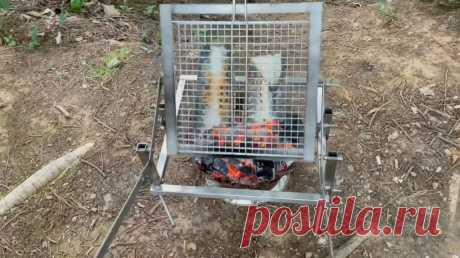 Удобный гриль с переворотом Приветствую всех любителей помастерить, предлагаю к рассмотрению инструкцию по изготовлению простой гриль-машины, которая позволит с комфортом и высоким качеством готовить мясо, рыбу и другие продукты на огне. Переворот решетки гриля происходит рукой, одним легким движением. Мангала самоделка не
