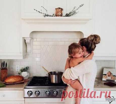 Слаще всего — поцелуй детей, важнее всего — их здоровье, больнее всего — их слезы, дороже всего — их любовь…