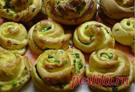 Турецкие витушки с сыром и зелёным луком..