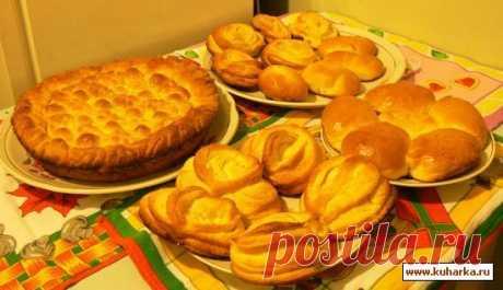 Дрожжевое тесто для выпечки в духовке Тесто подходит для приготовления сахарных плюшек, пирожков с повидлом, пирогов с разными начинками: капустой, яблоками, абрикосами...