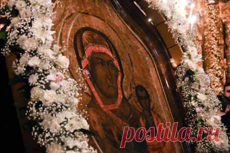 3 мая 1101, 918 лет назад, Владимир Мономах заложил в Смоленске Успенский собор. Сюда он привез старинную – уже на тот момент! – икону Богородицы Одигитрии, получившую наименование Смоленской иконы Божией Матери  Греческий император Константин IХ Мономах (1042-1054), выдавая в 1046 году свою дочь Анну за князя Всеволода Ярославича, сына Ярослава Мудрого, благословил ее в путь этой иконой. После смерти князя Всеволода икона перешла к его сыну Владимиру Мономаху, который пер...