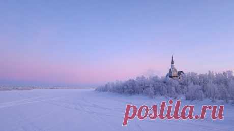 Pink shaded winter Karesuando, Lappland, Sweden From the bridge over the frozen Torne River (Torne älv).