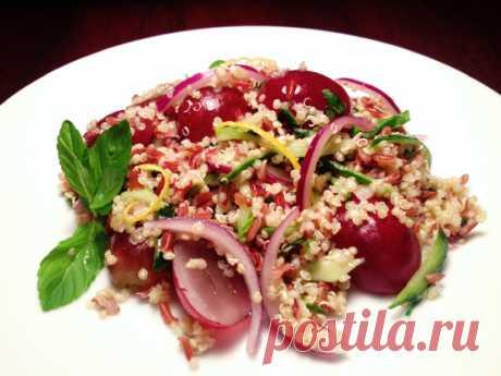 Салат с киноа, красным рисом, виноградом и мятой - Вкусные заметки