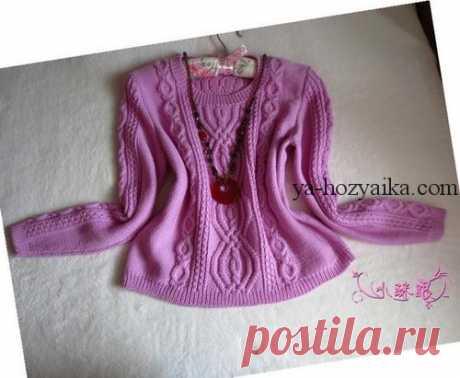 Укороченный пуловер спицами. Вязание пуловера с вырезом лодочка. Укороченный пуловер спицами. Вязание пуловера с вырезом лодочка.Модель спицами с большими аранами на полочке и спинке.