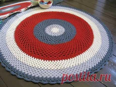 "El tapiz pequeño redondo ""Бабушкин квадрат"""
