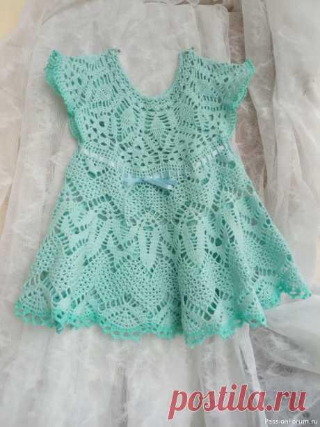 Платье для модницы 1-2 года | Детская одежда крючком. Схемы Предлагаю вашему вниманию только что законченную работу. Платье связано из пряжи Letto, 25% микрофибры и 75% хлопок. 50 гр /350м. Использованы крючки 1,25 ; 1,50 и 1,75.Объем груди 54-60 см ( регулируется вставленной ленточкой. Длина платья 43 см. Использованные схемы прилагаю.