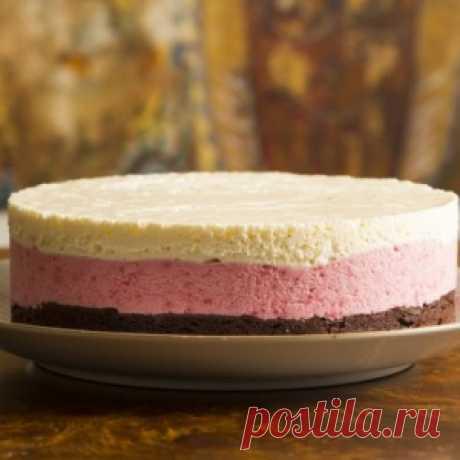 Шоколадно-клубничный торт без выпечки