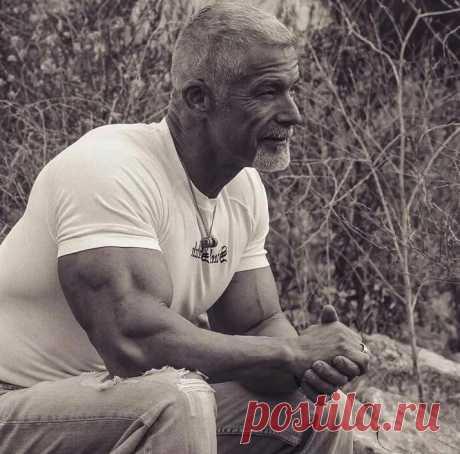 Приседания - простой способ укрепить сердце и сосуды. Сколько раз нужно приседать людям в возрасте, чтобы быть здоровыми. | Медик.com | Яндекс Дзен