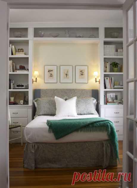 Варианты оформление прикроватной тумбочки в небольшой спальне