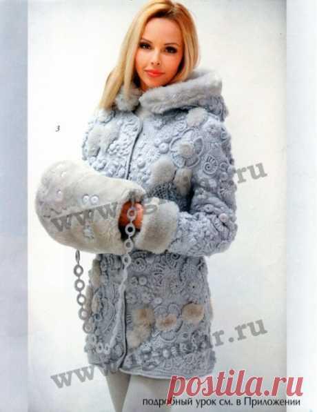 De la belleza increíble del abrigo por el gancho de la maestra talentosa