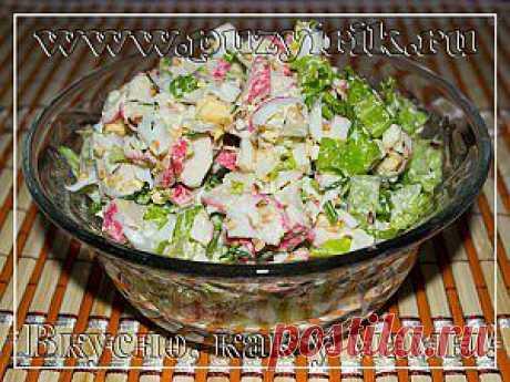 Несмотря на простоту приготовления, и небольшого количества продуктов, салат получается очень вкусным.