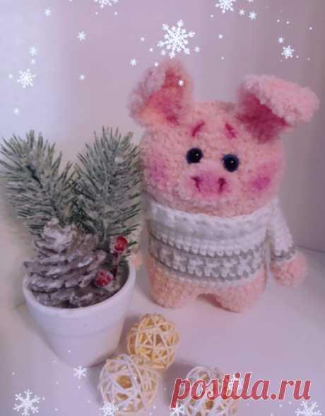 PDF Новогодние поросята. FREE amigurumi crochet pattern. Бесплатный мастер-класс, схема и описание для вязания амигуруми крючком. Вяжем игрушки своими руками! Свинка, поросенок, pig, piglet, piggy, свинья, поросёнок, schwein, porco. #амигуруми #amigurumi #amigurumidoll #amigurumipattern #freepattern #freecrochetpatterns #crochetpattern #crochetdoll #crochettutorial #patternsforcrochet #вязание #вязаниекрючком #handmadedoll #рукоделие #ручнаяработа #pattern #tutorial #häkeln #amigurumis