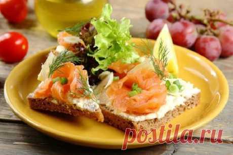 Простые бутерброды с копченой рыбой – пошаговый рецепт с фото.