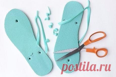 Вязанная обувь в тренде   Такая обувь выглядит действительно оригинально! Яркий вид, при этом ноги дышат и чувствуют себя комфортно. Если у тебя есть ненужные вьетнамки, смело отрывай подошву. Достаточно элементарных навыков вязания крючком, и очень скоро элегантная летняя обувь будет готова!  Тапочки, вязаные крючком — стильная и чрезвычайно удобная обувь. Уже знаю, с какой одеждой стану их носить…  Понадобиться:    крючок для вязания толщиной 2, 5 см  крючок для вязания ...