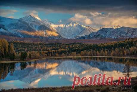 Evening lake to Kidel, Mountain Altai. The author of a photo is Svetlana Kazina: nat-geo.ru\/photo\/user\/30896\/