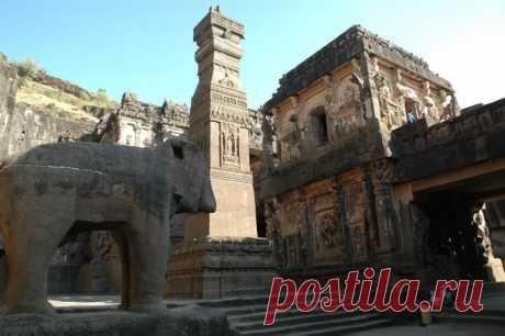 Вырубленный из скалы храм Кайласанатха