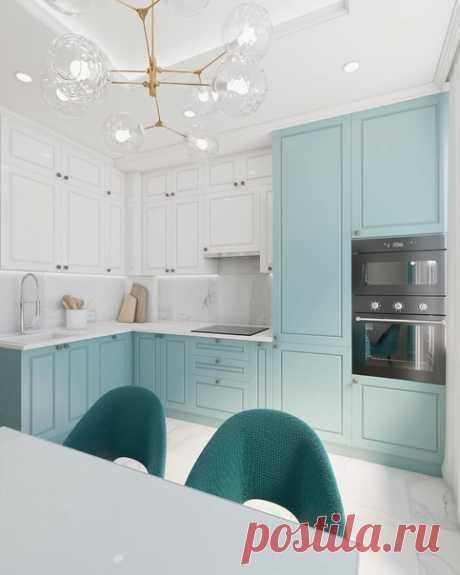 Просторная кухня с нежной цветовой гаммой
